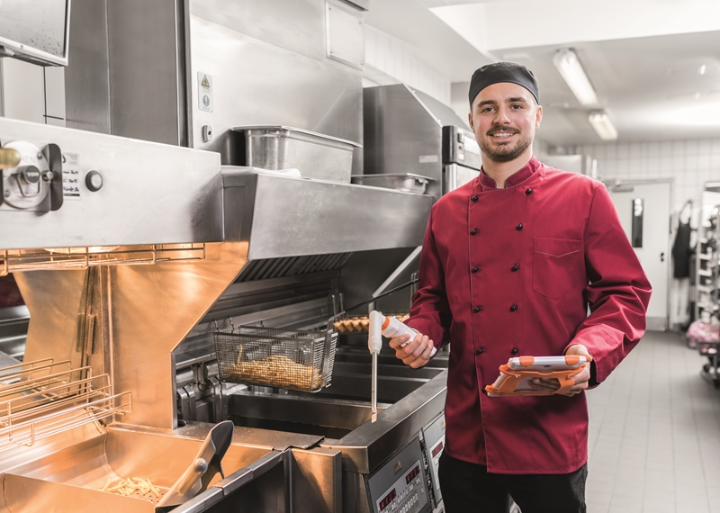 Help your kitchen staff stay compliant with the testo Saveris quality management solution.