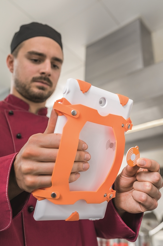 Regulate food safety in multiple locations with the testo Saveris Restaurant solution.