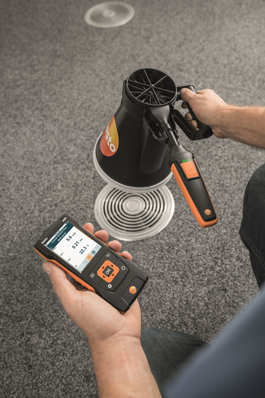 The testo 440 boasts an intuitive digital display.