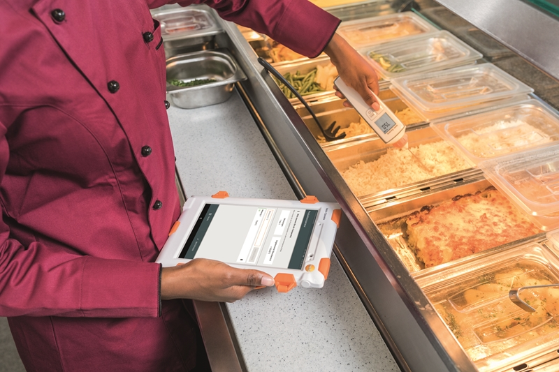 The testo Saveris Restaurant platform can identify ideal temperatures for buffet food.