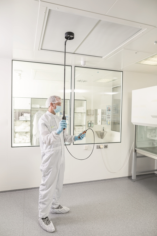 The testo 440 ensures the laboratory room is clean.